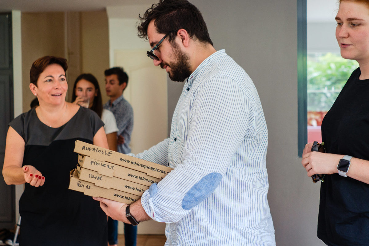 Pizza for every wedding guest at bride home