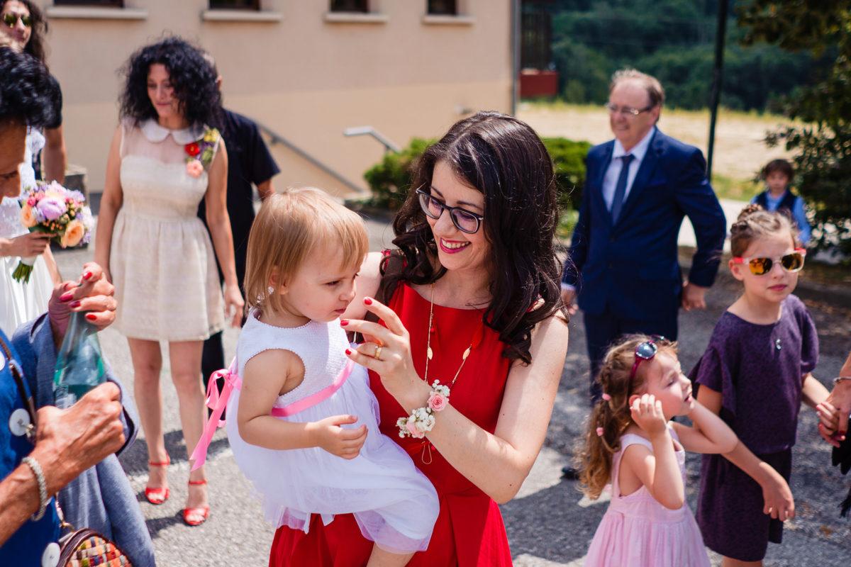 Kids on wedding day