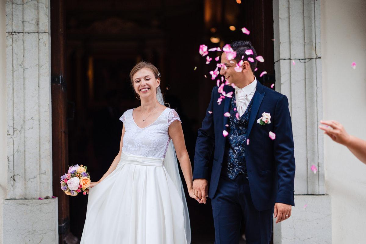 Flower shower - Wedding in French Alps